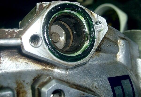 Установка уплотнительных колец в корпус ТНВД