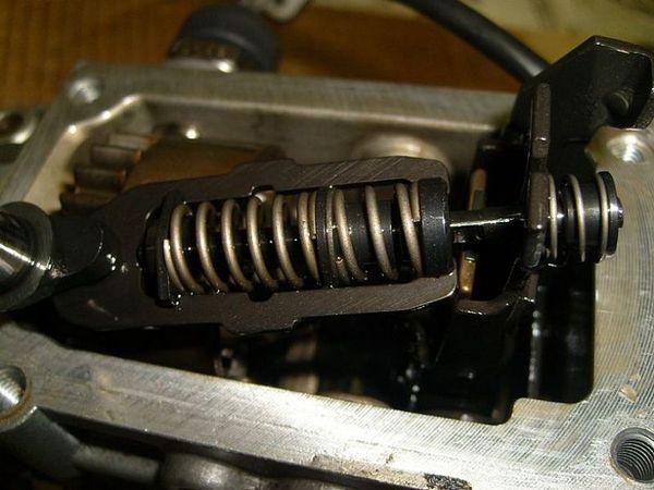 Разборка ТНВД Bosch VE распределительного типа.  ТНВД со снятой крышкой.
