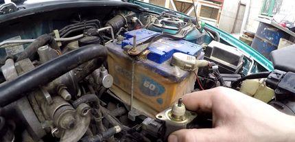 Двигатель глохнет на холодную