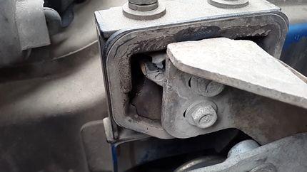 Проверка подушки двигателя