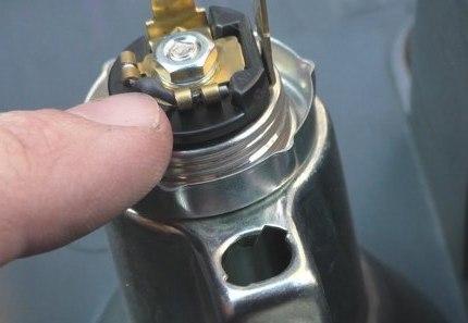 Этот элемент отвечает за подсветку прикуривателя, который часто выходит из строя