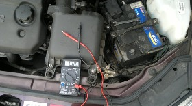 Как проверить заряд аккумулятора автомобиля мультиметром