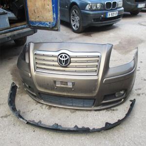 Замена переднего бампера Toyota Avensis