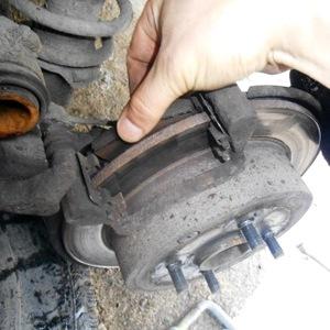 Замена задних тормозных колодок Toyota Corona