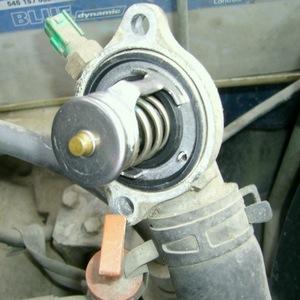Замена термостата на Toyota Corona/Caldina