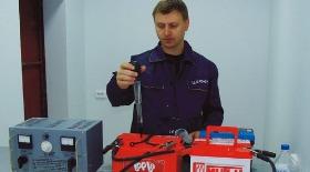 Плотность электролита в аккумуляторе: какая должна быть, как проверить, как поднять?