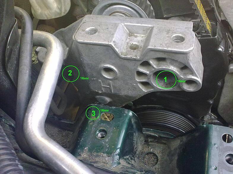 Снятие опоры двигателя VW Golf 4