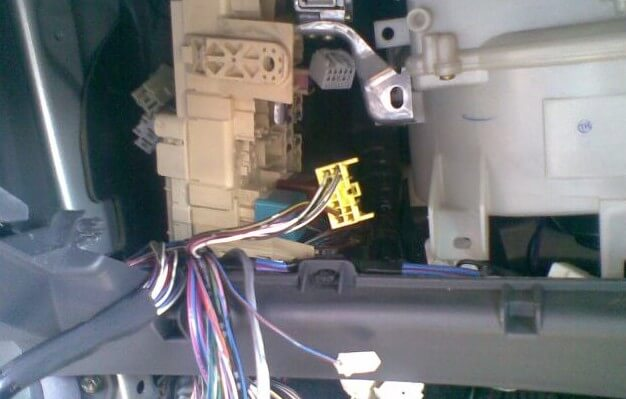 Установка сигнализации TOMAHAWK 9010