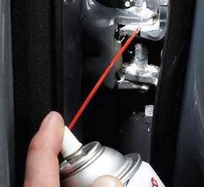 фольксваген поло чем смазывать дверь