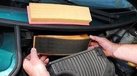 Замена воздушного фильтра двигателя автомобиля когда и как часто его нужно менять как правильно снять и заменить устройство в авто на дизеле для установки нового