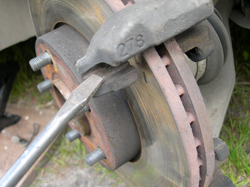 Замена тормозных колодок на форд фокус 3 своими руками 79