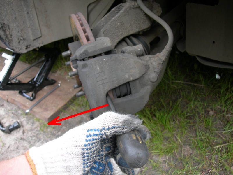 замена  передних тормозных колодок на Форд Фокус 2