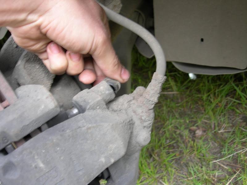 снятие  передних тормозных колодок на Форд Фокус 2