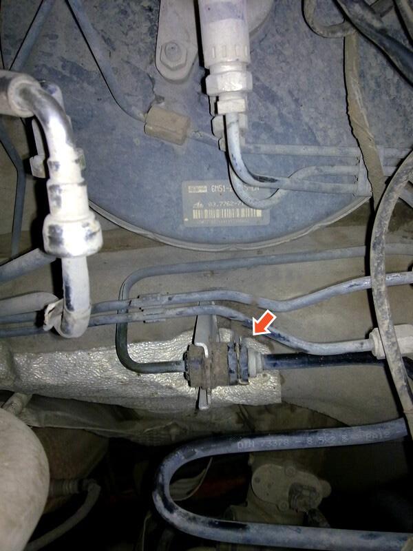 Снятие главного цилиндра сцепления на Ford Focus 2