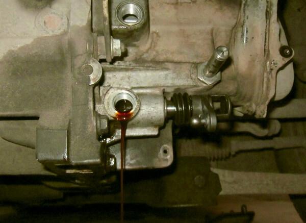 Слив масла с МКПП Форд Фокус 2