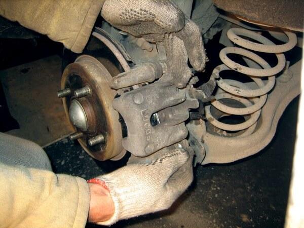 тормозной суппорт Ford Focus 2