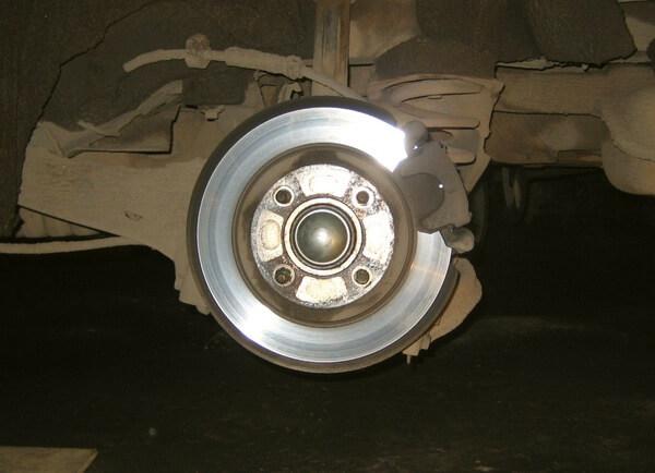 Замена задних тормозных колодок Форд Фокус 2