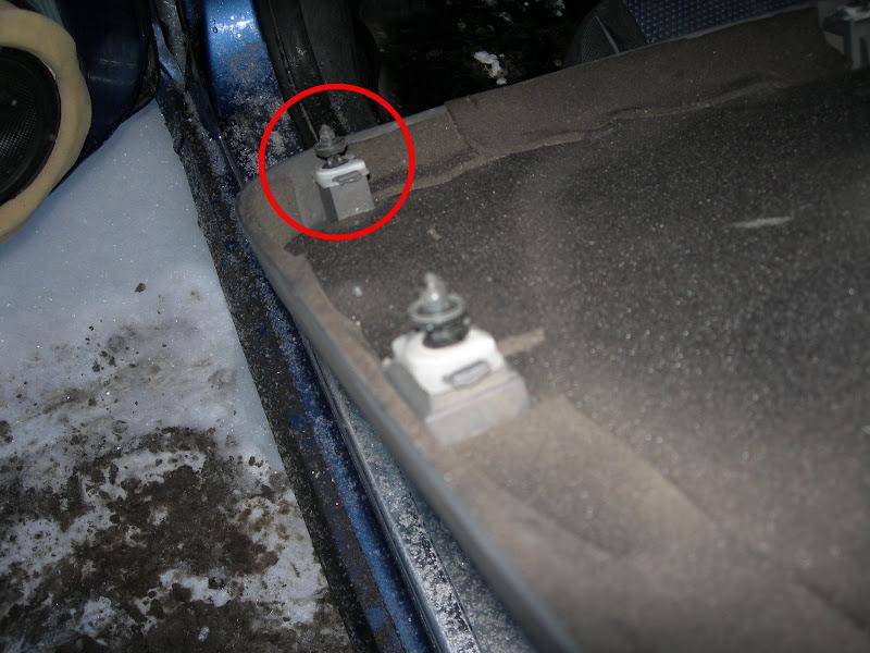 Установка пистона в обшивку двери Ford Focus 2