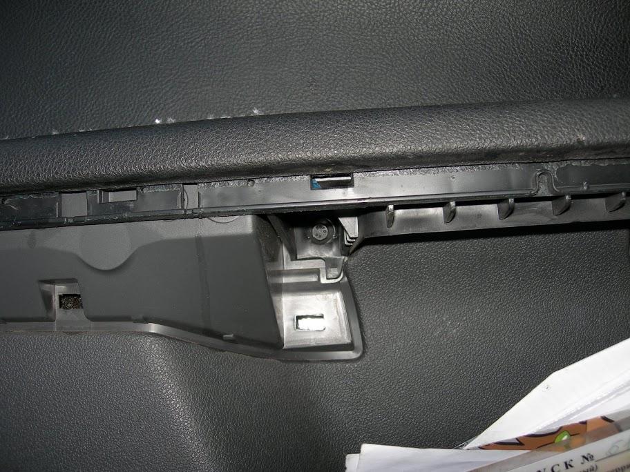 крепление обшивки передней двери Форд Фокус 2