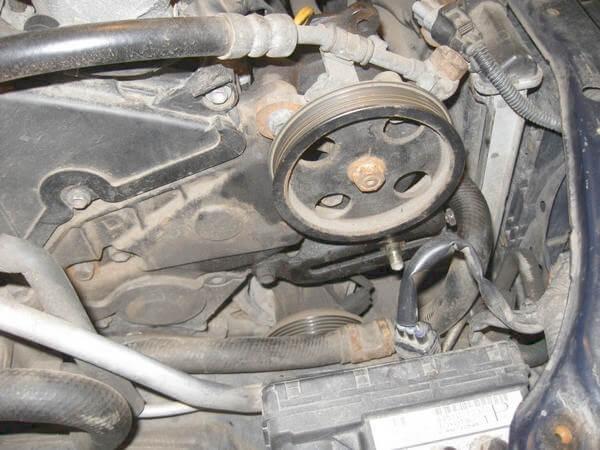 Снятие шкива ГУ на двигателе 1CD-FTV Toyota