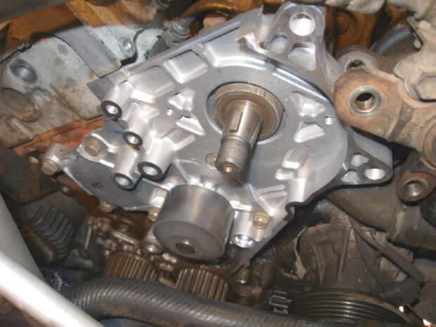 Замена помпы Toyota Corolla e110