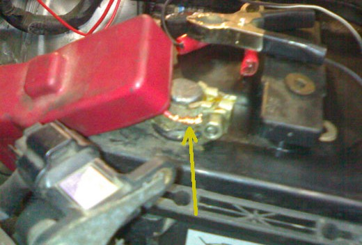 Подключение клеммы аккумулятора на Toyota Avensis Verso