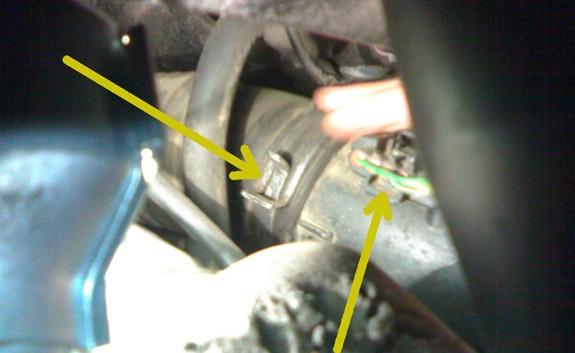 Фишка расходомера воздуха на Toyota Avensis Verso