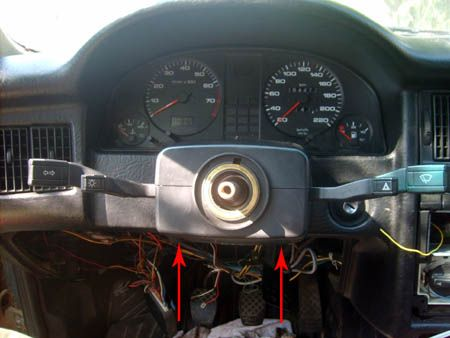 снятие  верхней крышки блока рулевых переключателей Ауди 80
