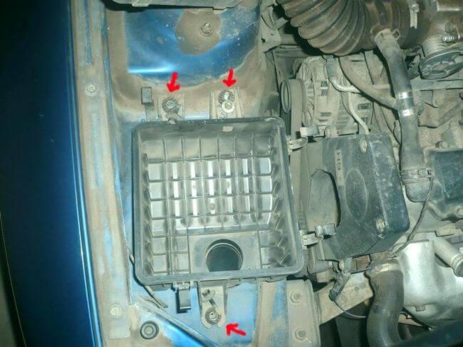 снятие корпуса воздушного фильтра двигателя