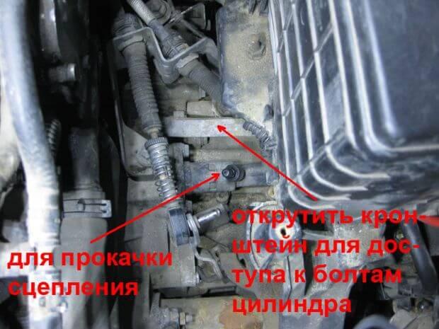Как заменить главный цилиндр сцепления Volkswagen Caddy