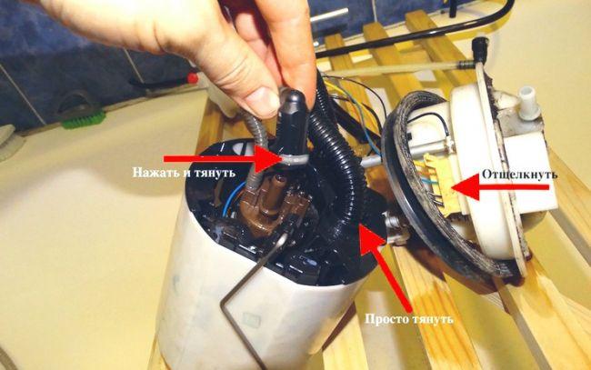 Как заменить топливный фильтр Volkswagen Passat CC