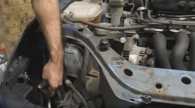 Болты крепления переднего бампера Форд Фокус 1