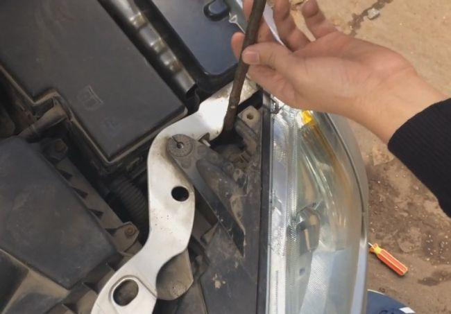 Как снять фары форд фокус 2 рестайлинг