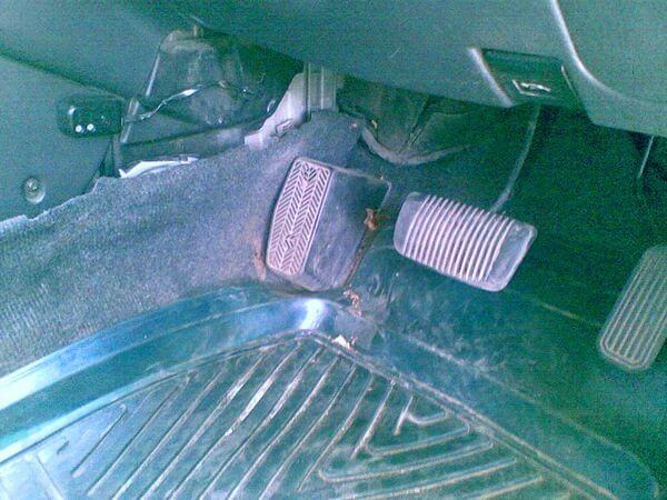 Место установки салонного фильтра на Тойота Премио