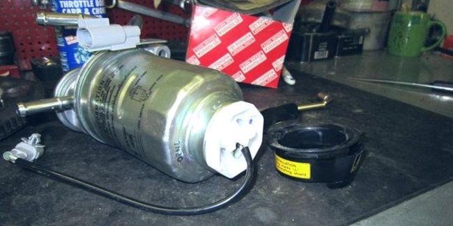 снятие хомута датчика воды в топливном фильтре Прадо 150 дизель