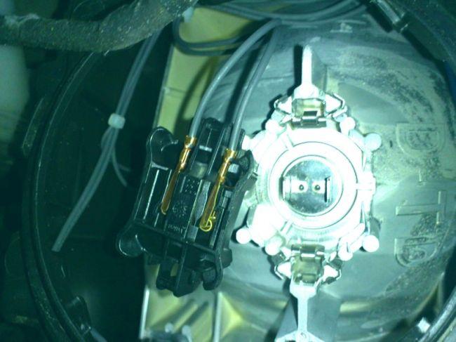 Замена лампы ближнего света на Citroen C5