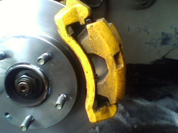 Замена передних тормозных колодок на Мазда 626
