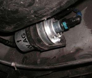 где находится и как заменить топливный фильтр на Фольксваген Поло 1,0