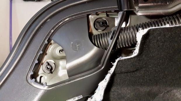 крепящие болты заднего фонаря Форд Фокус 3 седан