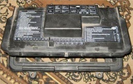 крышка блока предохранителей Ауди 80