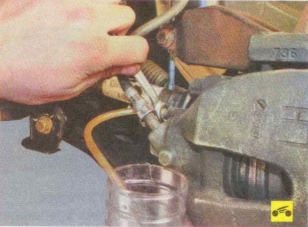 Как поменять тормозную жидкость Форд Фокус