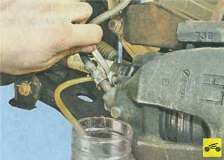 Как заменить тормозную жидкость ФФ3