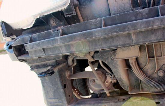 где стоит клаксон Peugeot 206