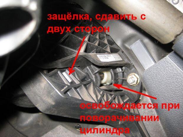 Как поменять главный цилиндр сцепления Volkswagen Caddy