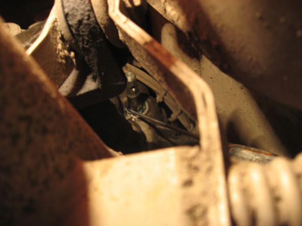 Демонтаж сальника штока коробки передач Ауди 80