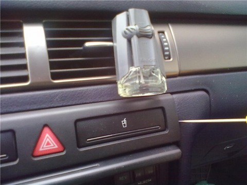 где стоит реле поворотников на Audi A6 C5