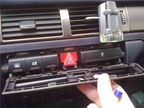 как снять кнопку-реле поворотов/аварийки Ауди А6 С5