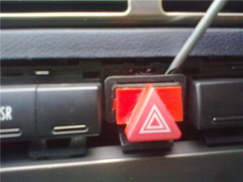 демонтаж кнопки указателей поворотов/аварийки Ауди А6 С5
