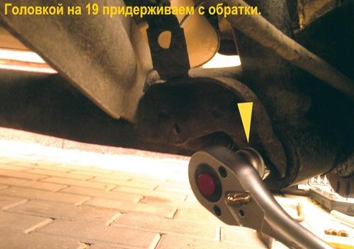 Снятие заднего амортизатора Ауди 100