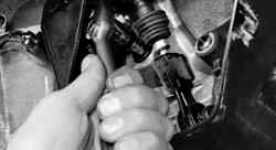 проверка уровня масла в коробке передач Ford Focus II